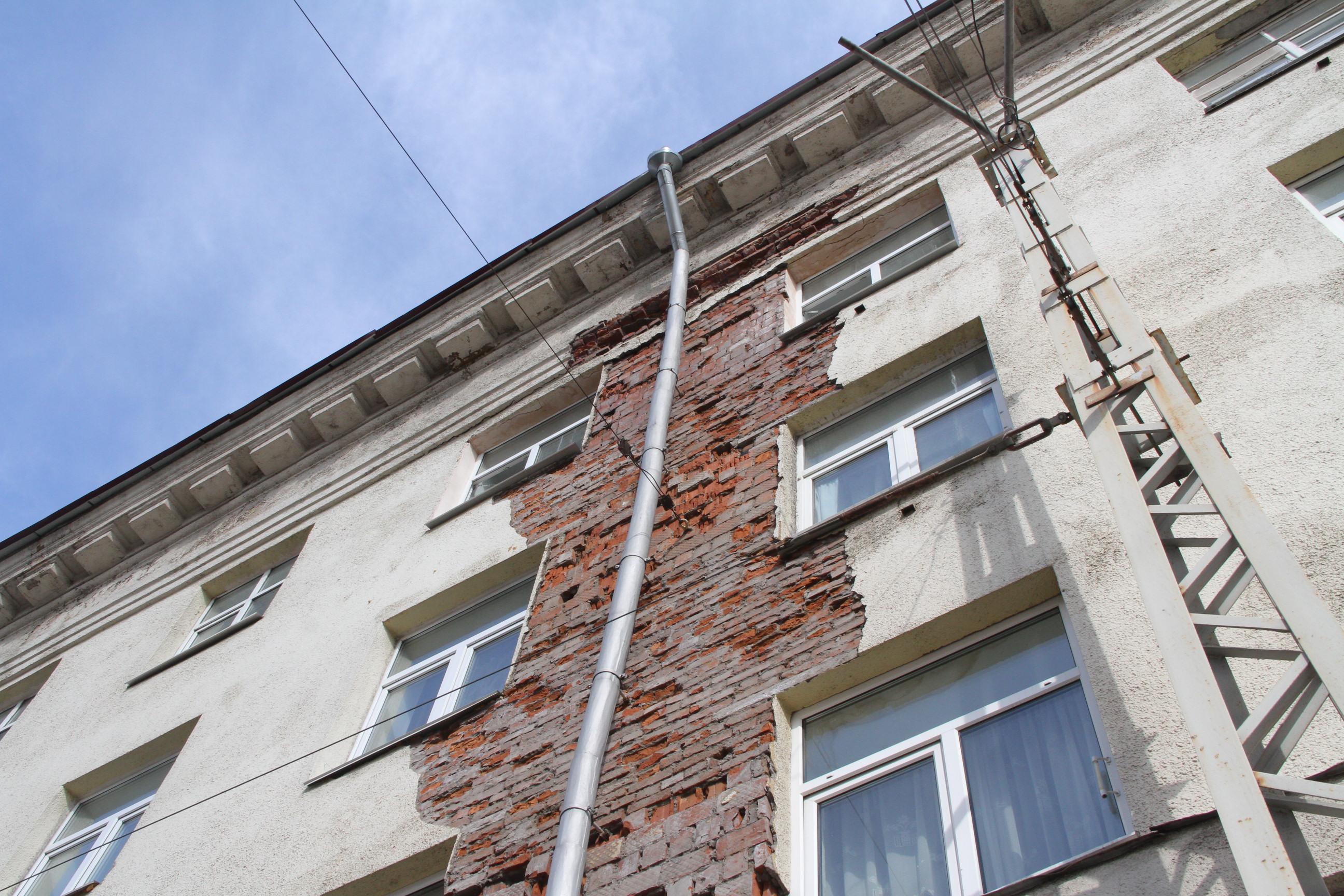 Разрушенный фасад