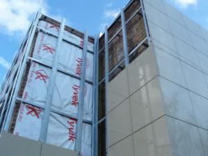 Ремонт вентилируемого фасада альпинистами