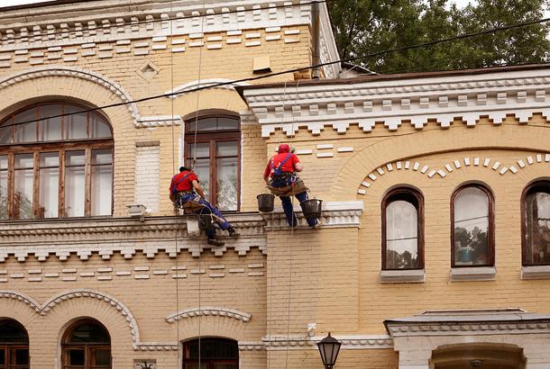 Реставрация фасада альпинистами