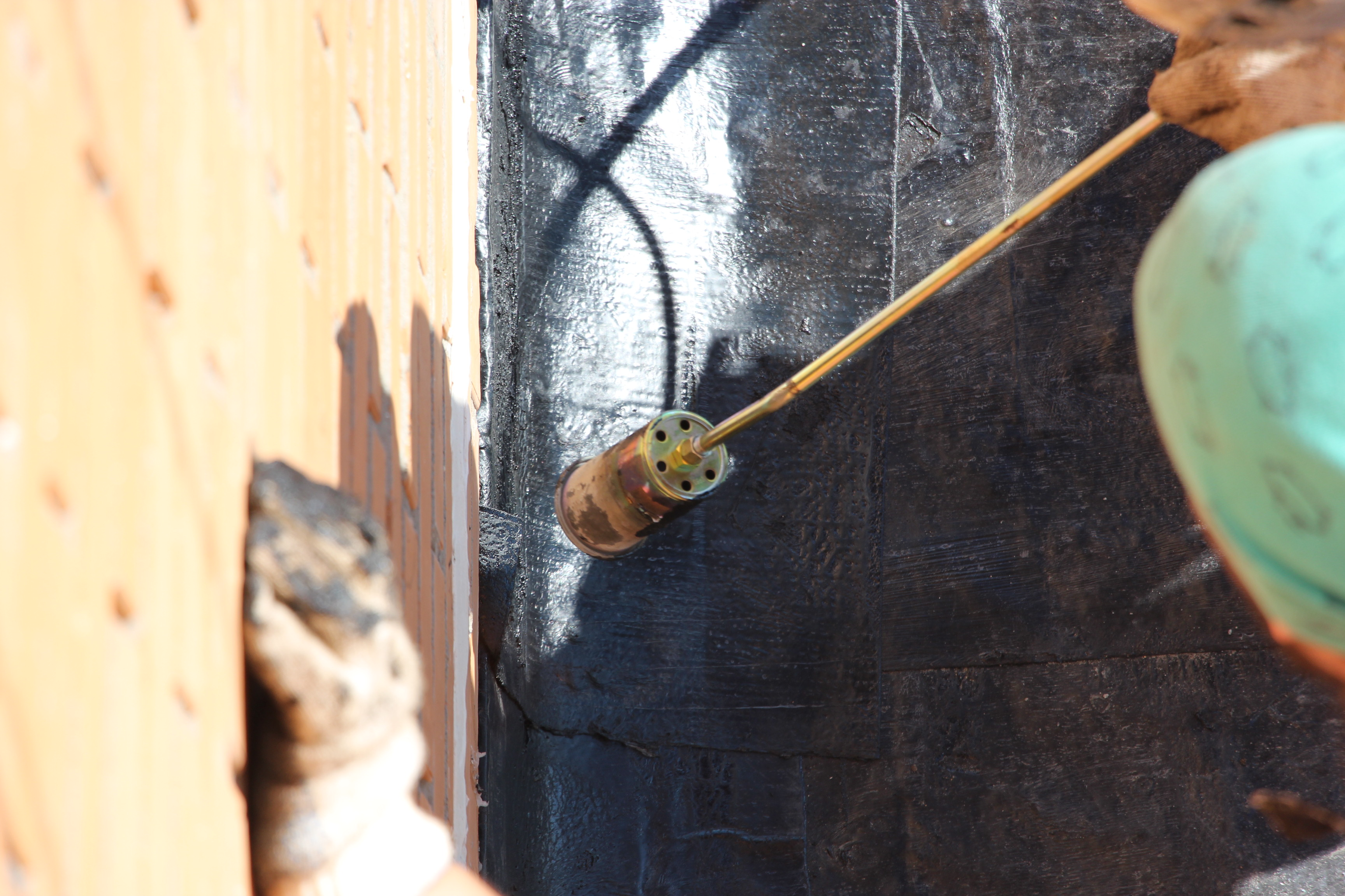 Монтаж рубероида на балконную плиту