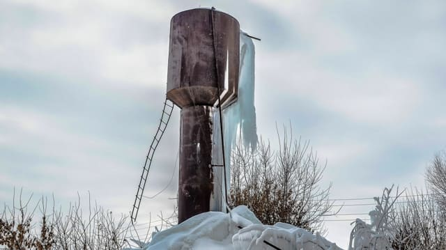 Замерзший лед