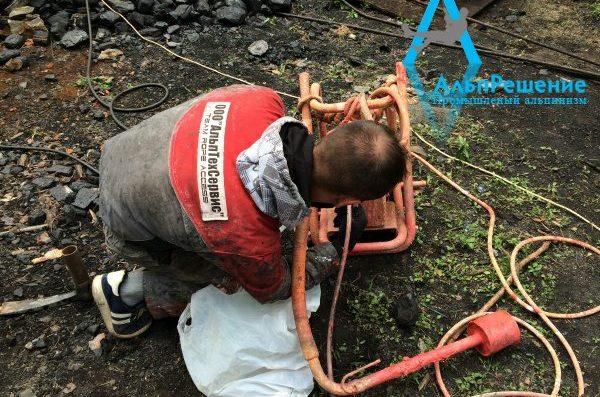 монтаж стальных труб промышленными альпинистами