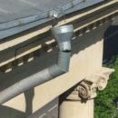 Протекание водосточной системы часто становиться причиной ремонта фасада